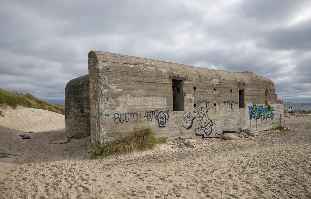 Alte Bunker aus der Kriegszeit am Strand von Hirtshals in Dänemark