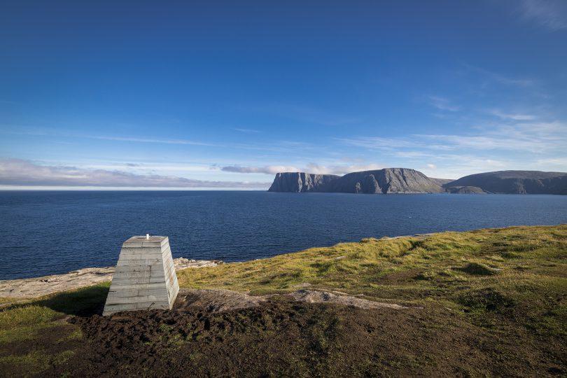 Monument Knivskjellodden vor dem Nordkapp-Plateau.