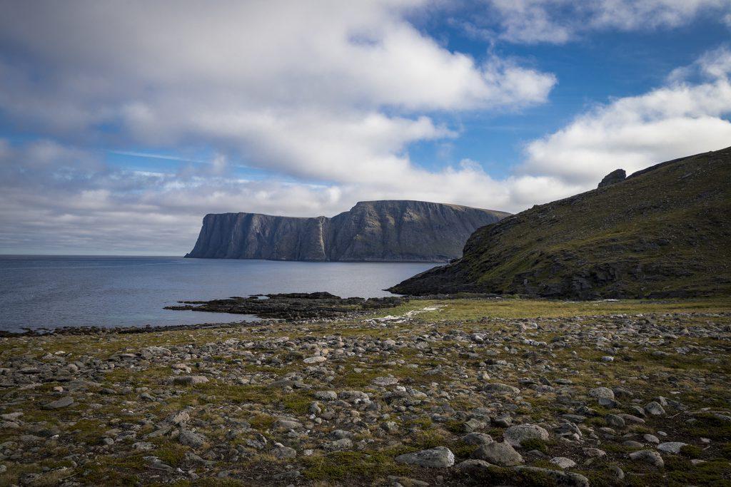 Das Nordkap-Plateau vom Knivskjellodden fotografiert.