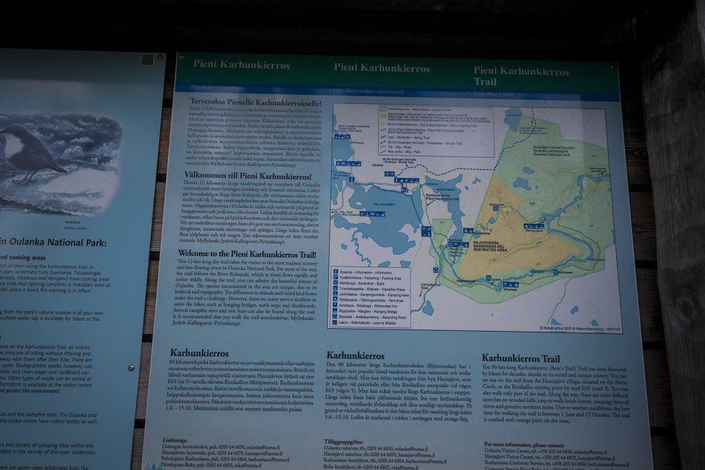 Auf dem Wanderschild sind alle Routen eingezeichnet.